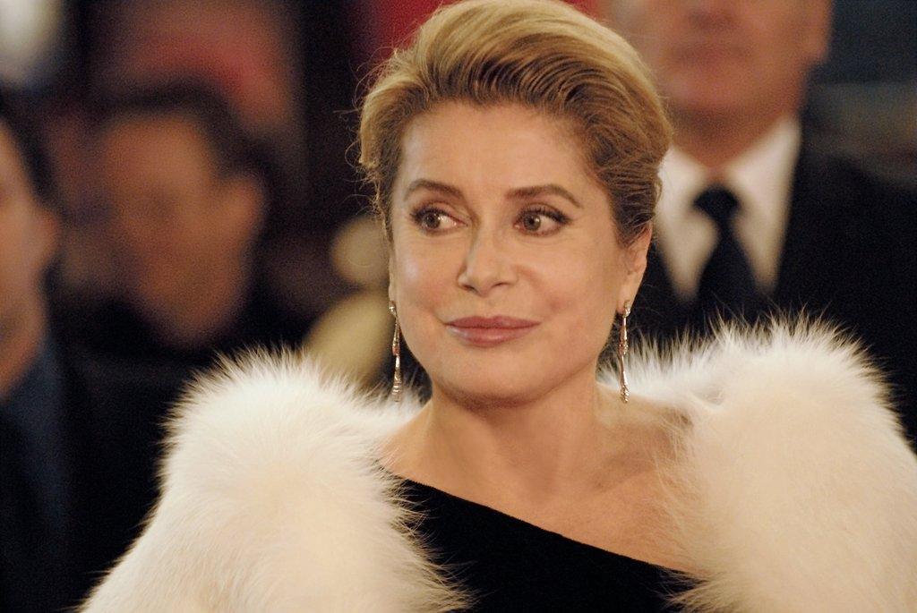 Туалетные французская актриса хочет получить российское статье