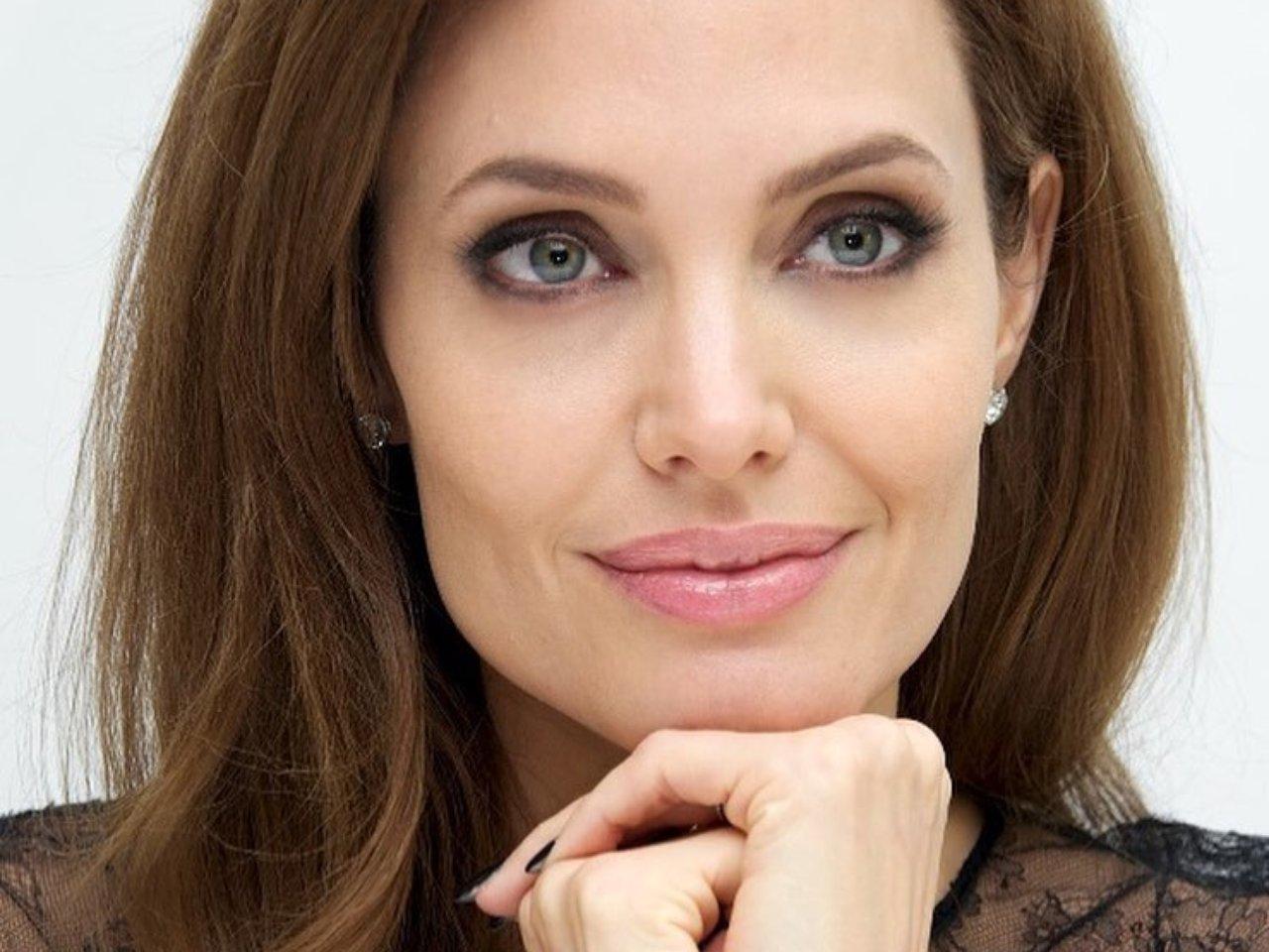 Анджелина Джоли И Брэд Питт Встретят Рождество Вместе | SASS анджелина джоли